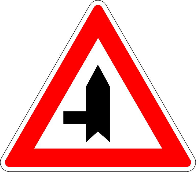 Križovatka s vedľajšou cestou (vľavo)