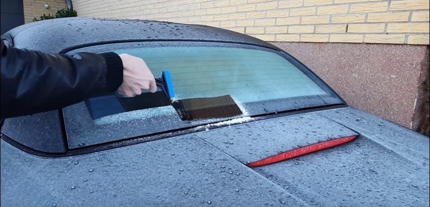 škrabka na okná