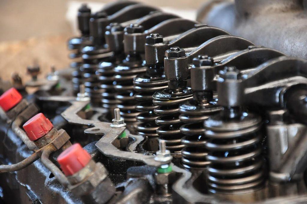 nedostatočné mazanie komponentov motora